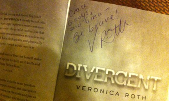 Divergent_SignedBook