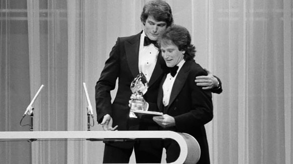 christopher-reeve-presenting-robin-williams-of-mork-and-mindy-with-the-favorite-male-performer-in-a-new-tv-program-on-the-1979-peoples-choice-awards-show-image-dated-march-8-1979-photo-by-cbs-via-gett