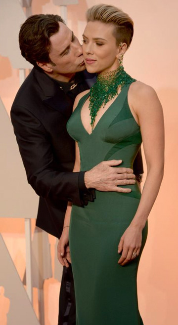 Travolta_Johansson_Oscar2015