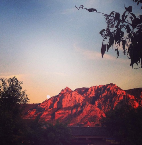 Sedona_moonpeek