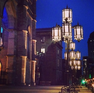 I'm obsessed w/ these gorgeous street lamps in front of Notre Dame