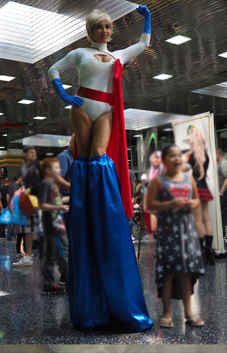 A literally statuesque Captain Marvel!