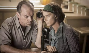 Hugo Weaving & Rachel Griffith as Doss' parents