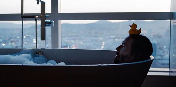 Matrix-Resurrections-Keanu-bath
